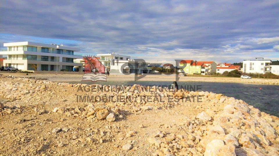 SUKOŠAN-Građevinsko zemljište 2818m2-prvi red uz more
