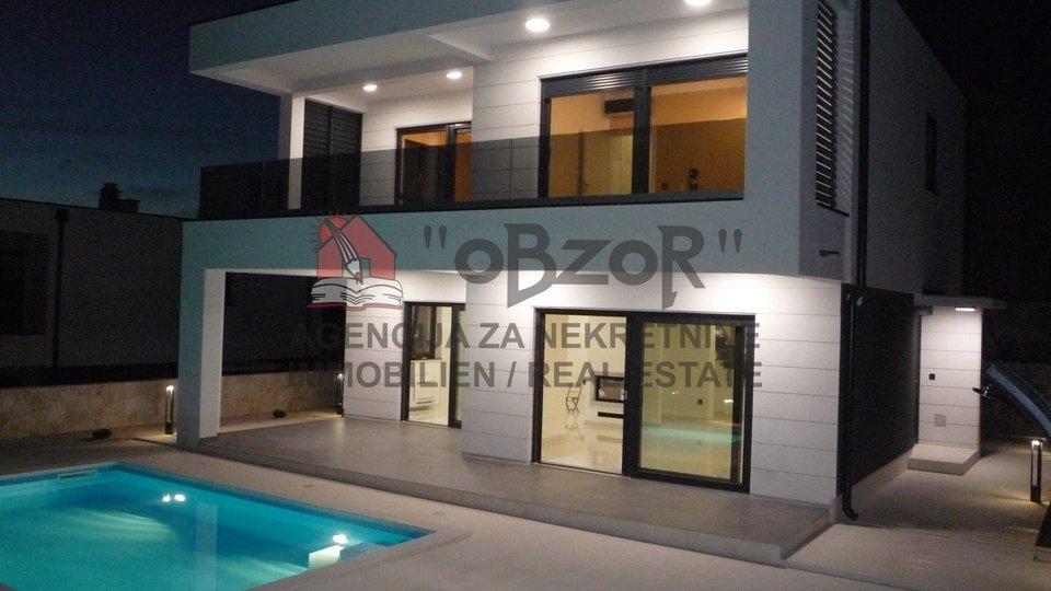 Hiša, 200 m2, Prodaja, Povljana