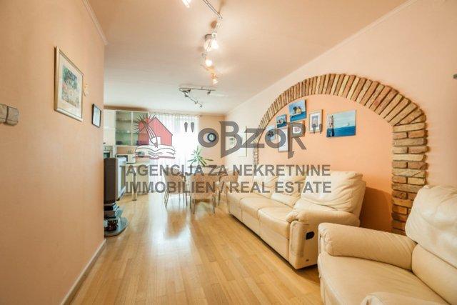 Wohnung, 60 m2, Vermietung, Zadar - Poluotok (centar)