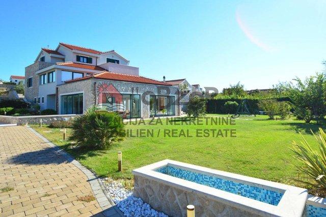 Haus, 488 m2, Verkauf, Betina