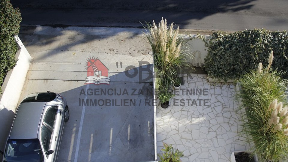 House, 350 m2, For Sale, Zadar - Voštarnica
