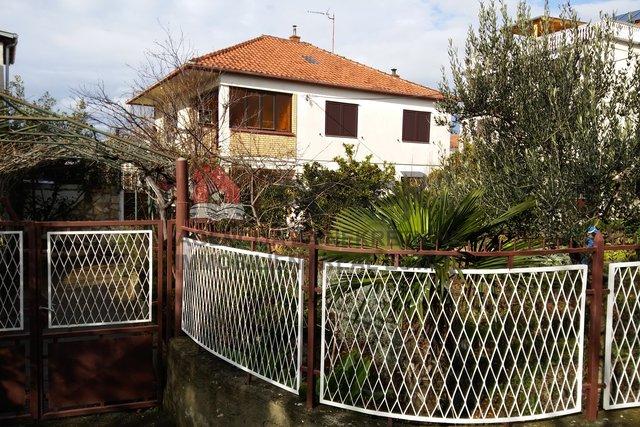 Zadar-STANOVI, samostojeća katnica 280m2