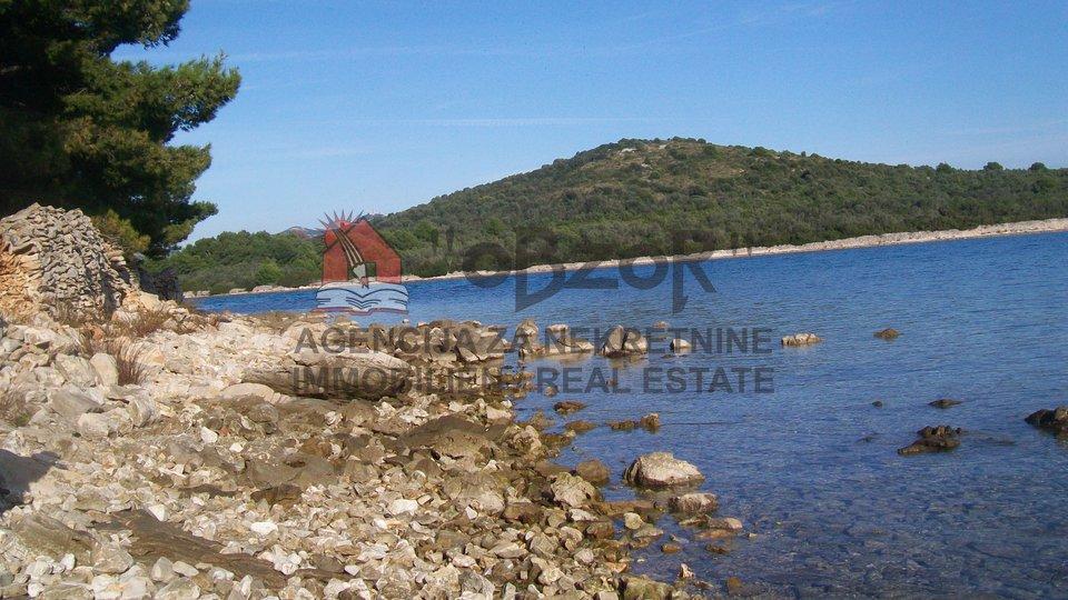Mali Iž - građevinsko zemljište 856m2 - PRVI RED DO MORA