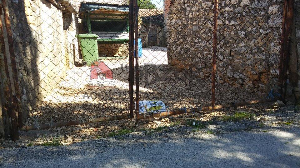POLIČNIK-kamene kuće+vrt
