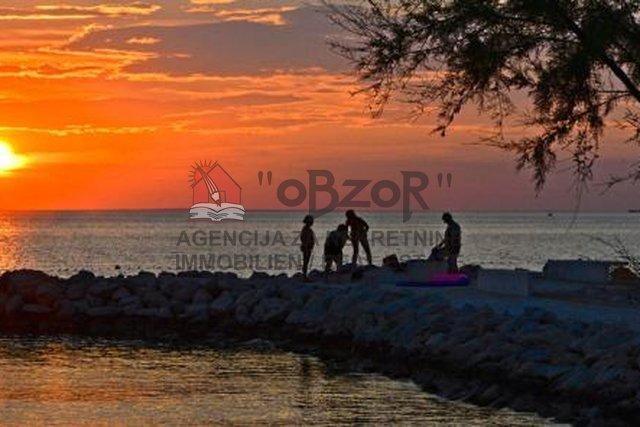 ZATON- Građevinsko zemljište 2100m2- 200m od mora