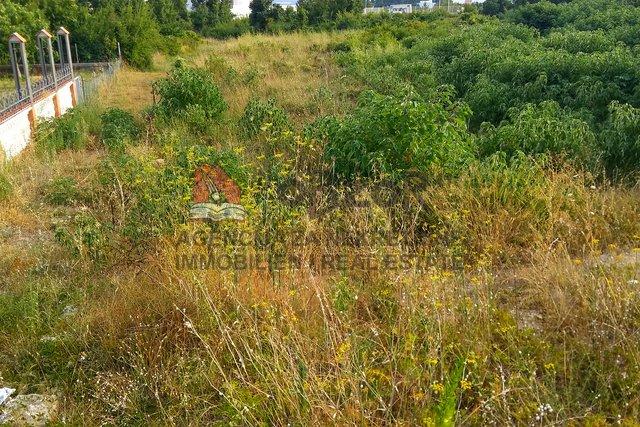 Zadra-CRVENE KUĆE, Građevinsko zemljište 1223m2