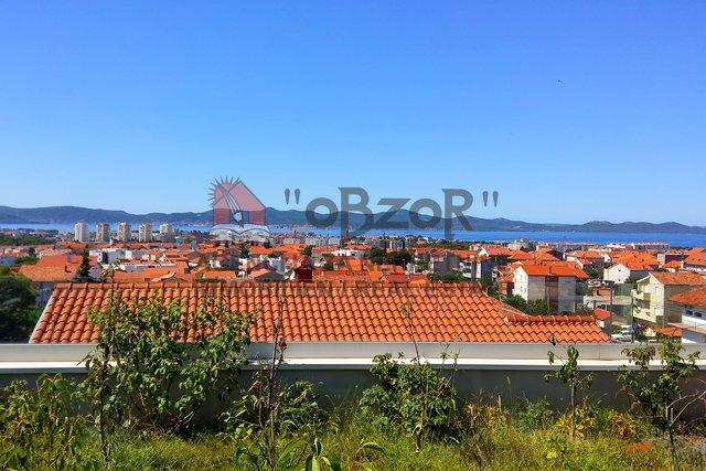 Zadar-PLOVANIJA,trosoban stan 82m2, krovna terasa,vrt,konoba...
