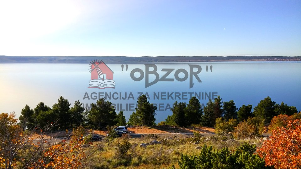 STARIGRAD-Građevinsko zemljište s otvorenim pogledom na more