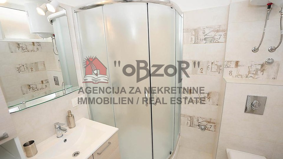 Zadar-POLUOTOK,renoviran stan u zgradi s liftom