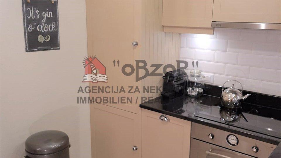 MURVICA-Kamena kuća+građevinsko zemljište 550m2